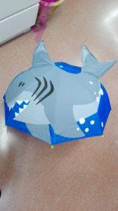 pioggia ombrello squalo - speriamo che dorma